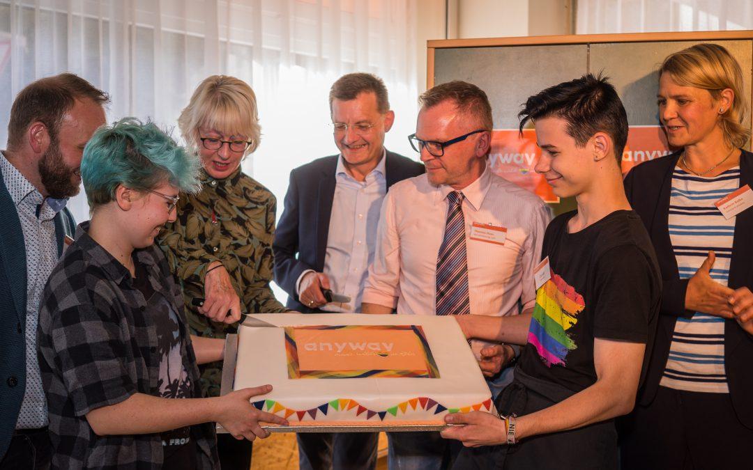 Neues Café für junge Lesben, Schwule, Bi, Trans* und Queers in Köln