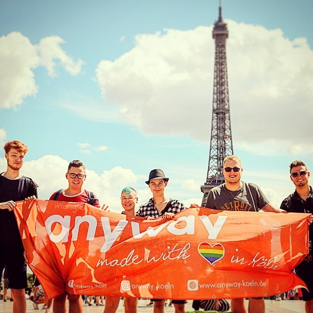 Die Jugendgruppe des anyways vorm Eifelturm in Paris