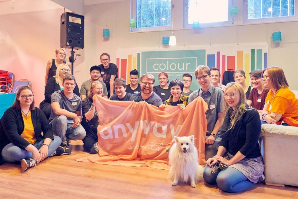 Die Jugendlichen des anyway aus Köln zu Besuch in der Jugendgruppe Colour in Siegen - Gruppenbild